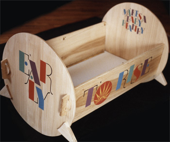 Foldable wooden cradle